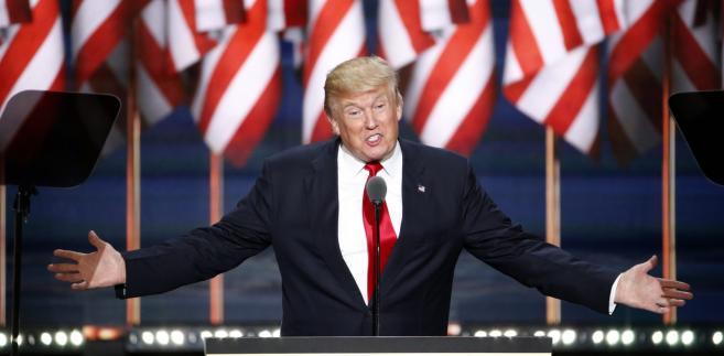 Dziennikarze coraz częściej wyłapują sytuacje, w których Trump sam sobie zaprzecza