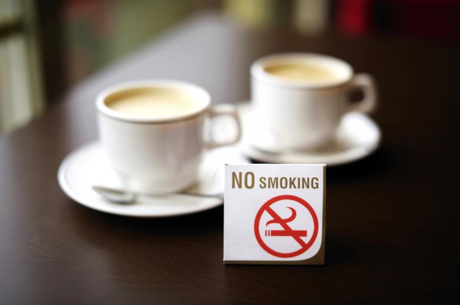 Zakaz palenia w restauracji. fot. shutterstock.com