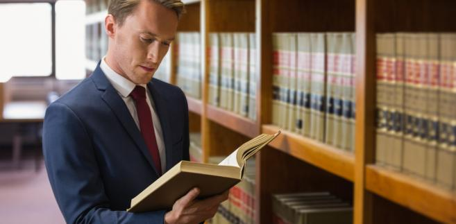 Kolejne osoby, pomimo zdanego państwowego egzaminu zawodowego, nie mogą wykonywać zawodu radcy prawnego.