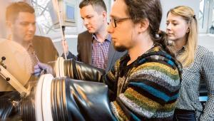 Dr hab. Marcin Molenda, dr inż. Michał Świętosławski i dr Monika Bakierska z Uniwersytetu Jagiellońskiego
