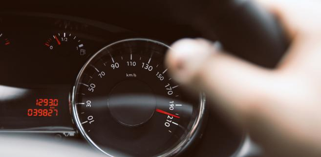Planowane przepisy zakładają, że stan licznika będzie sprawdzany nie tylko przez diagnostów na SKP, ale też podczas kontroli drogowej