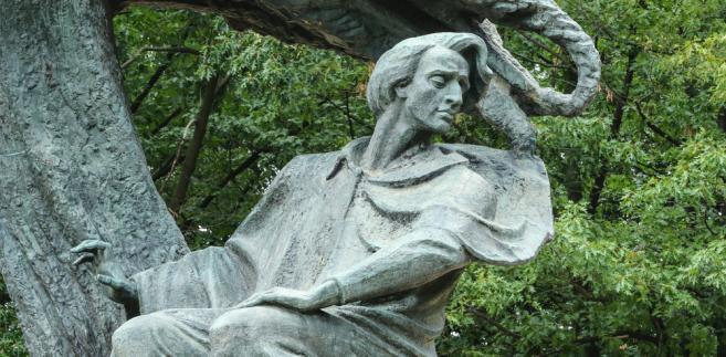 Zdjąć z pomnika Fryderyka: Chopin potrafił pisać prosto i chwytliwie. To się podoba także...