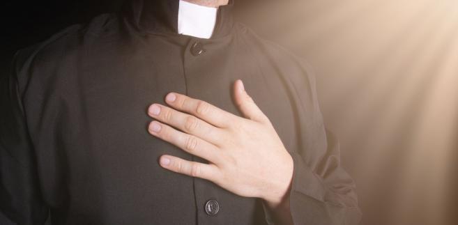 """""""Uzyskując dyspensę, przestaje się pełnić posługę kapłańską, a prowadzi się życie małżeńskie"""""""