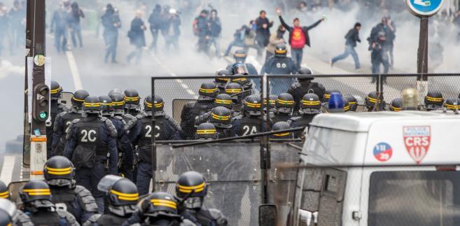 Francuski minister spraw wewnętrznych Gerard Collomb skrytykował przemoc i powiedział, że zrobiono wszystko, aby aresztować sprawców niepokojów