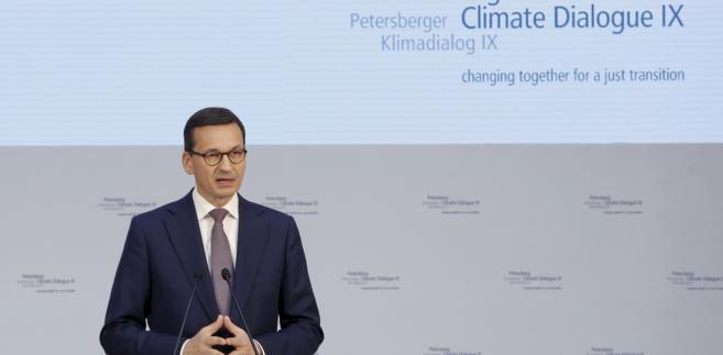 Premier RP Mateusz Morawiecki podczas sesji politycznej IX Petersberskiego Dialogu Klimatycznego w Centrum Kongresowym Axica w Berlinie.