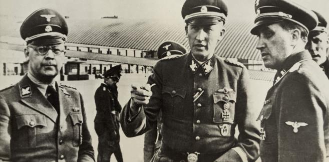 Heinrich Himmler (z lewej) i Reinhard Heydrich (w środku)