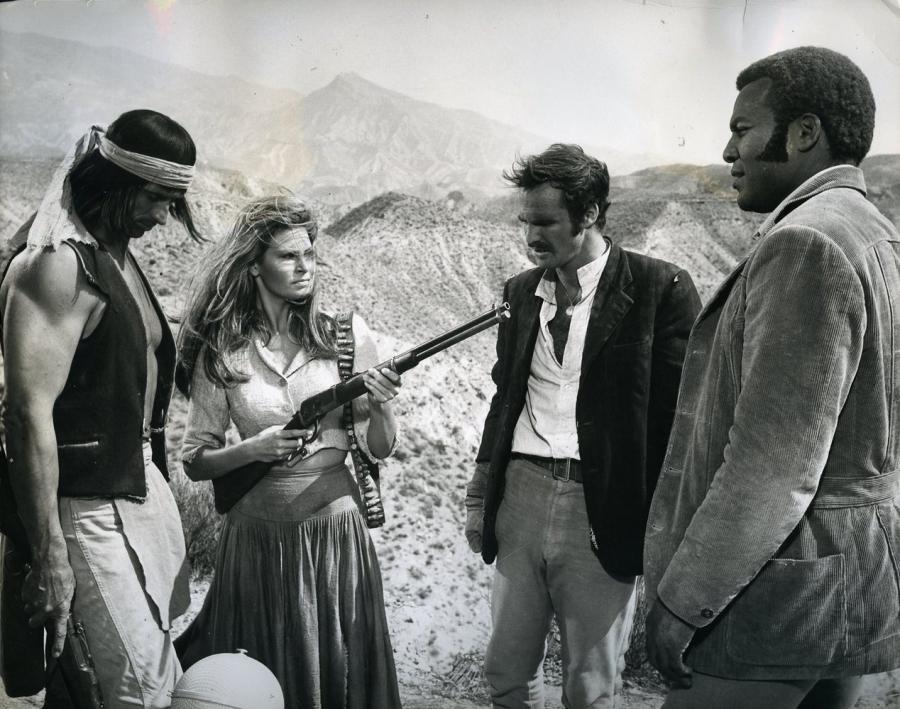 """Burt Reynolds w filmie """"100 karabinów"""" (1969)"""
