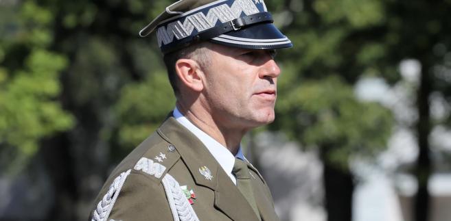 Szef MON przypomniał, że Piotrowski był dotychczas szefem sztabu Dowództwa Operacyjnego RSZ, a wcześniej m. in. zastępcą dowódcy polskiego kontyngentu w Afganistanie.