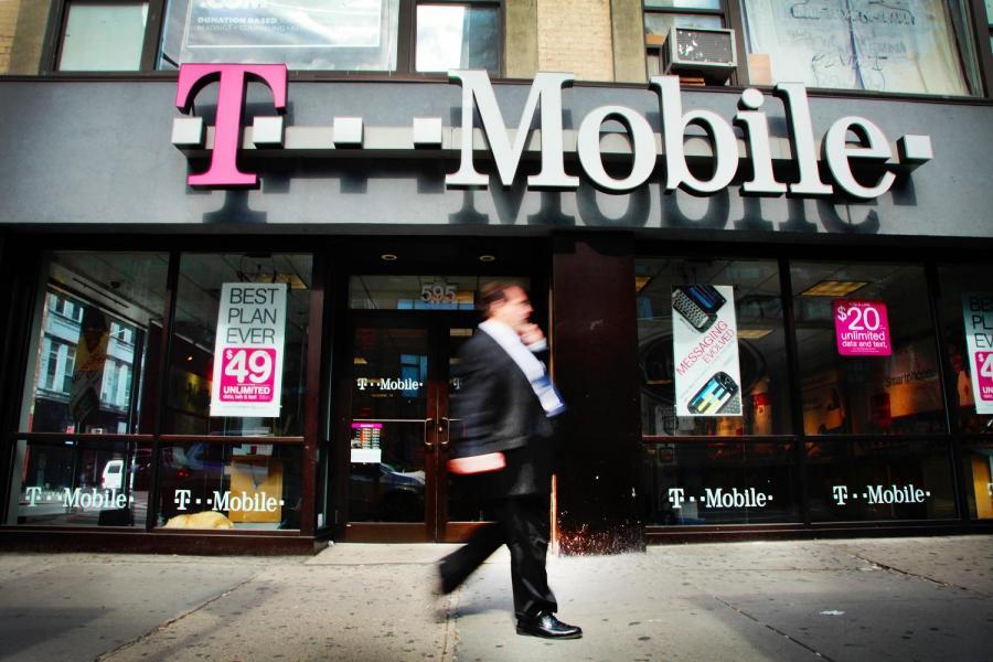 Logo T-Mobile. Fot. Stephen Yang/Bloomberg