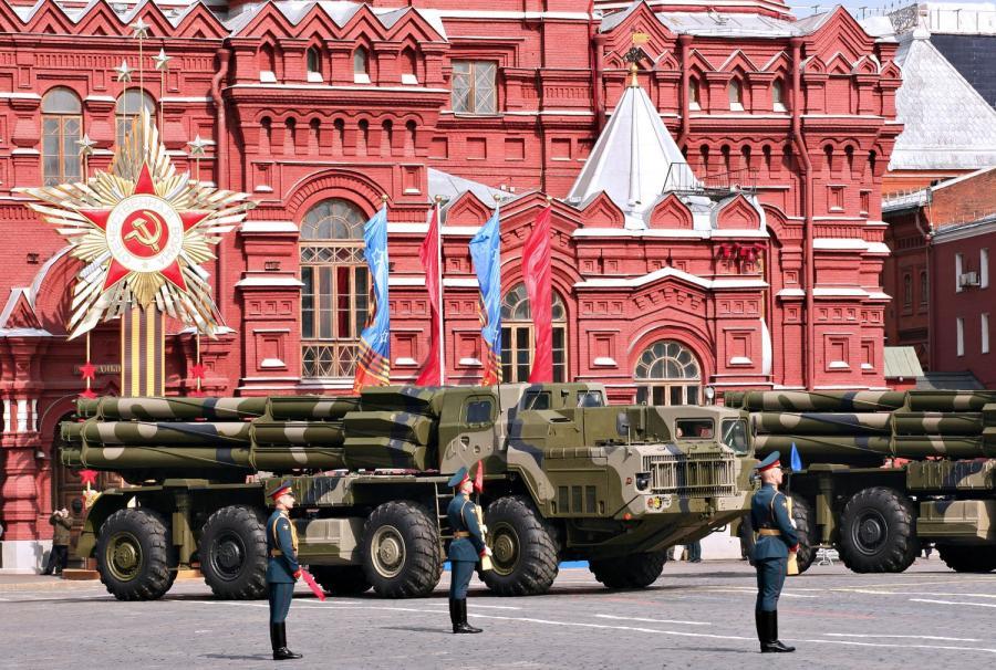 Rosyjskie wojska rakietowe prezentują swoją gotowość podczas Dnia Zwycięstwa na Placu Czerwonym