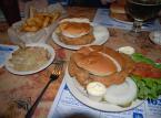 Kanapka z mózgiem cieląt pokrojonym w plasterki to przysmak w restauracji w St Louis, w stanie Missouri w USA. Mózgi są serwowane w hamburgerowych bułkach. W Meksyku i Salwadorze je się z kolei mózgi wołowe. Są one dosyć popularnym składnikiem tacos i burritos.