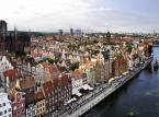 <b>Gdańsk - panorama</b><br/> Widok zabytkowych kamienic i doskonale zachowanych budynków  z pewnością na długo zapadnie kibicom w pamięci. Gdańska Strefa Kibica jest zlokalizowana na Placu Zebrań Ludowych, pomieści około 30 tys. osób.