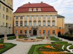Pałac królewski we Wrocławiu – inaczej zwany pałacem Spätgenów, w przeszłości (od XVIII do XX wieku) stanowił rezydencję pruskich królów z dynastii Hohenzollernów. Obecnie w jego gamchu mieści się Muzeum Miejskie Wrocławia.