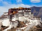 Pałac Potala - zimowa rezydencja nominalnych władców Tybetu do 1959 roku. Od 1994 roku znajduje się na liście światowego dziedzictwa UNESCO.